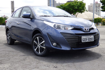 YARIS SEDAN XLS 1.5 É LACUNA PREENCHIDA